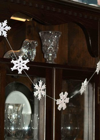 snowflake garland tutorial, by laura williams for acherryontop.com