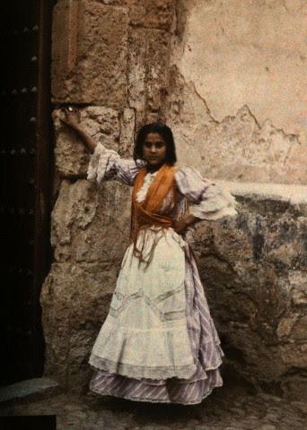 Gitana en Toledo hacia 1910. Autocromo de Jules  Gervais Courtellemont. Image by © National Geographic Society/Corbis