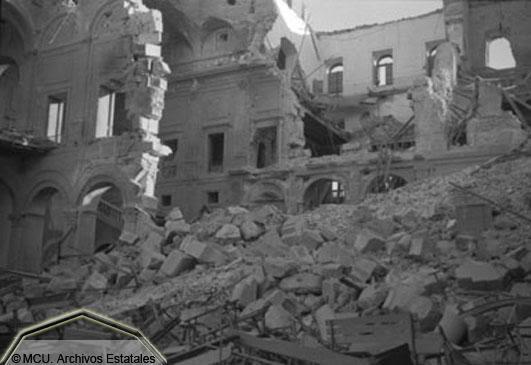 Alcázar de Toledo destrozado en 1936. Foto Erich Andres. Ministerio de cultura. Centro Documental de la Memoria Histórica