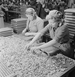WAR INDUSTRY AT ROYAL ORDNANCE FACTORY BLACKPOLE, WORCESTERSHIRE, ENGLAND, UK, FEBRUARY 1942