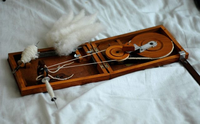 Indian Charkha driven spindle wheel portable cotton spinning