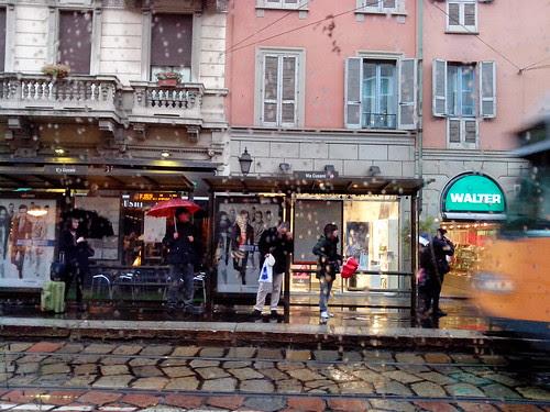 Piove alla fermata di Ponte Vetre by Ylbert Durishti