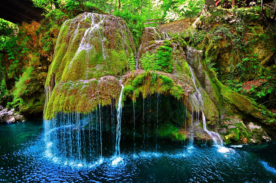 cool-unbelievable-places-Earth-Bigar-Waterfall