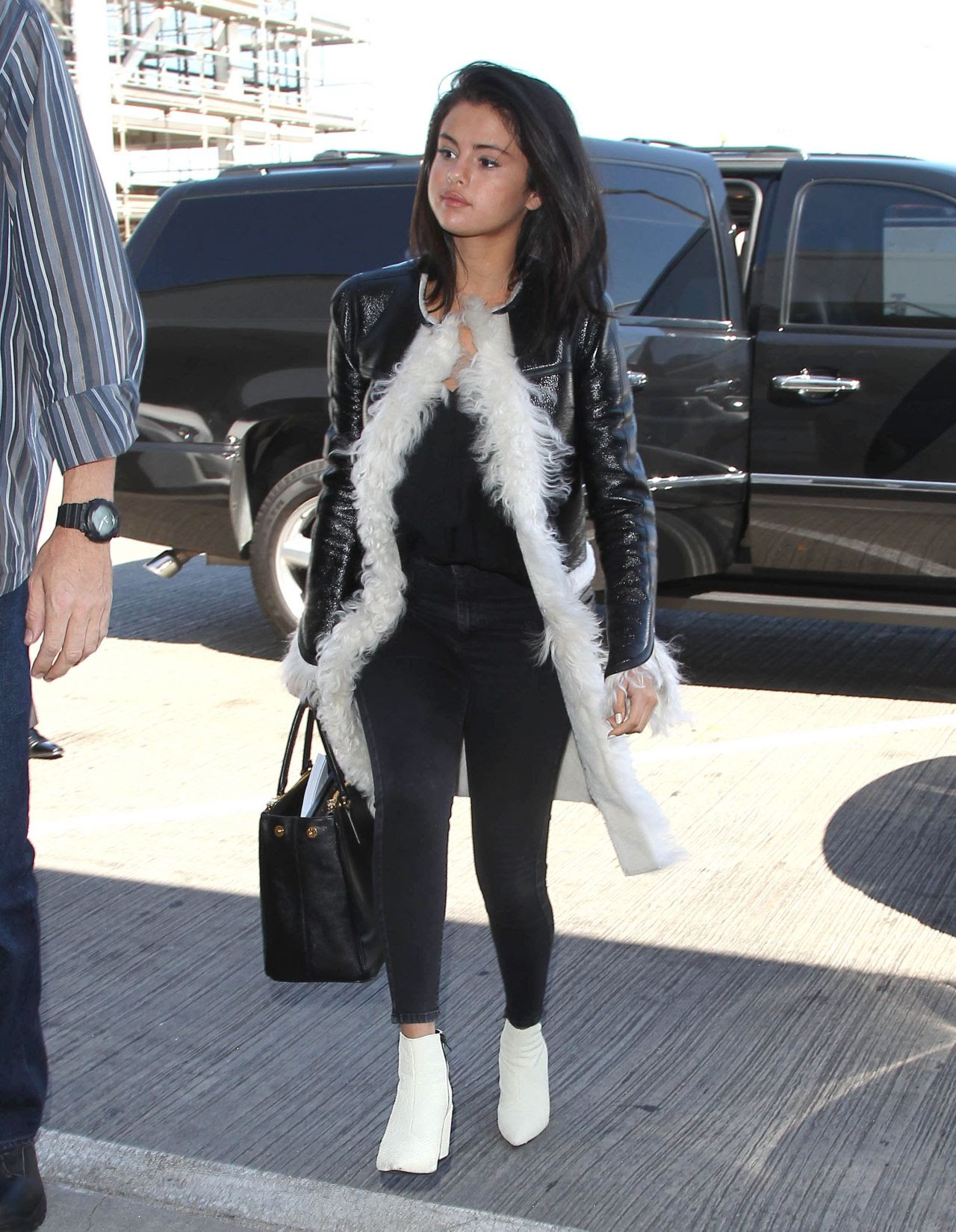 selena gomez style  lax airport april 2015