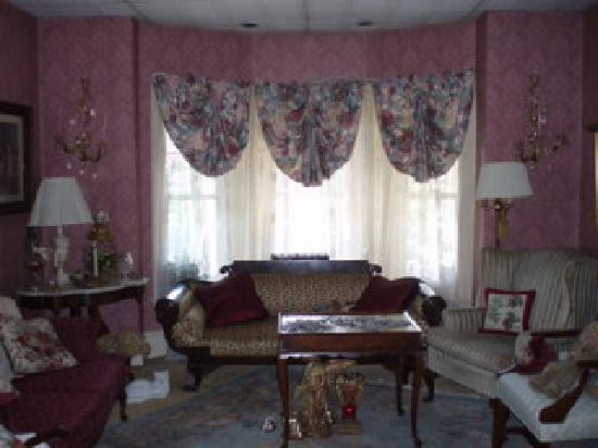 Living room - Picture of Classic Victorian Estate Inn, Nazareth