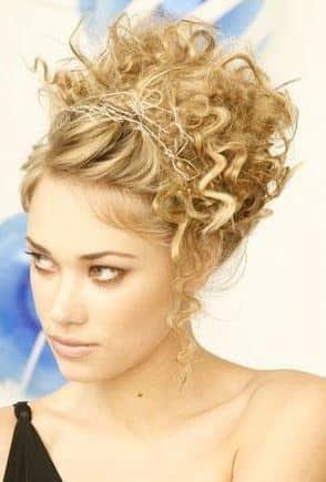 acconciature semplici capelli ricci raccolti - Acconciature con capelli mossi raccolti Beauty