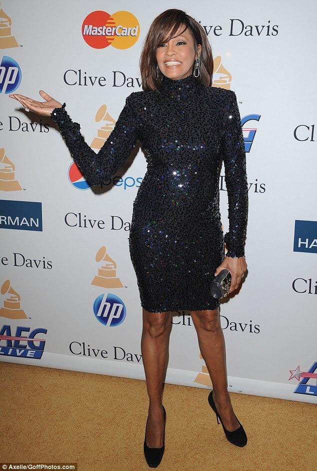 Fazendo um retorno: Houston retratado no ano passado na festa de Clive Davis pré-Grammy