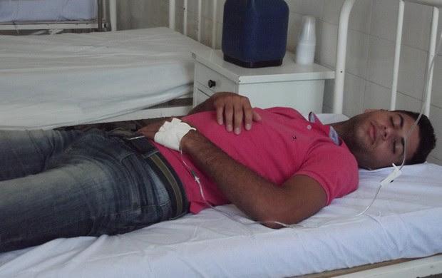 dimas com dor de barriga cruzeiro-pb (Foto: Luiz Carlos Roque / Globoesporte.com/pb)