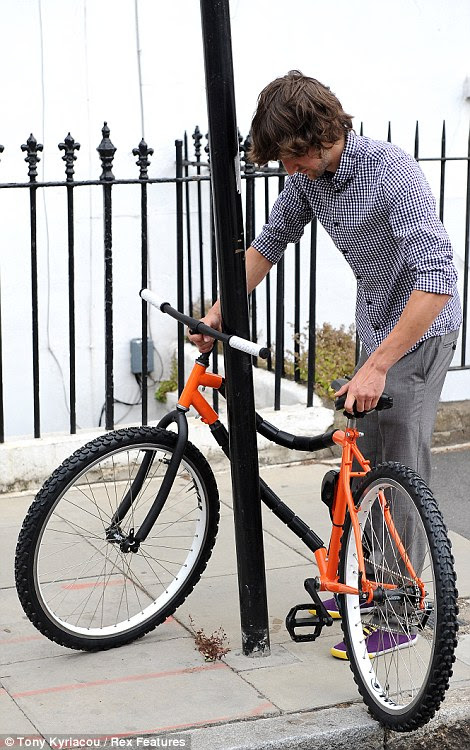 Step 3: Securing the bike around a lamp post is easy, allowing it to be locked securely