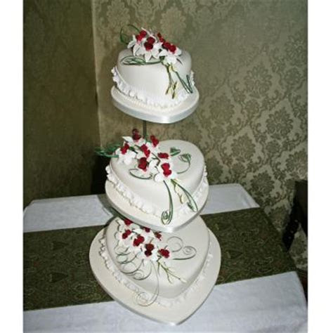 Susulio Love Heart Shaped Wedding Cakes decorated with