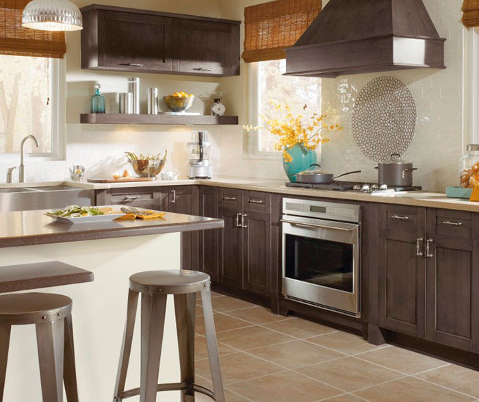 Shaker Style Cabinets in Casual Kitchen - Kitchen Craft ...