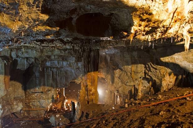 Excavaciones en la cueva Manot, en Israel, donde aparecieron los restos.
