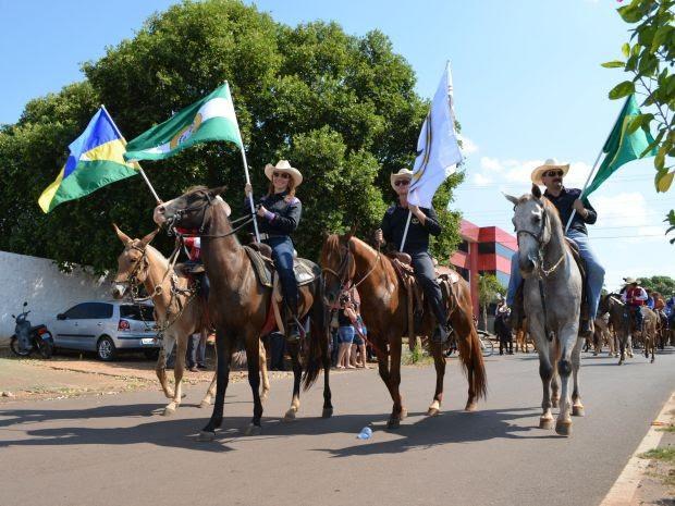 Cavalgada reuniu mais de 500 cavaleiros em Cacoal (Foto: Magda Oliveira/G1)
