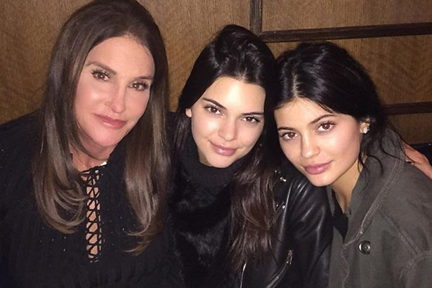 The beautiful trio pose for a selfie