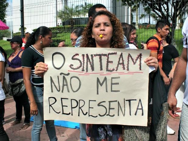 Educadores da rede estadual de ensino pedem reajuste (Foto: Camila Henriques/G1 AM)