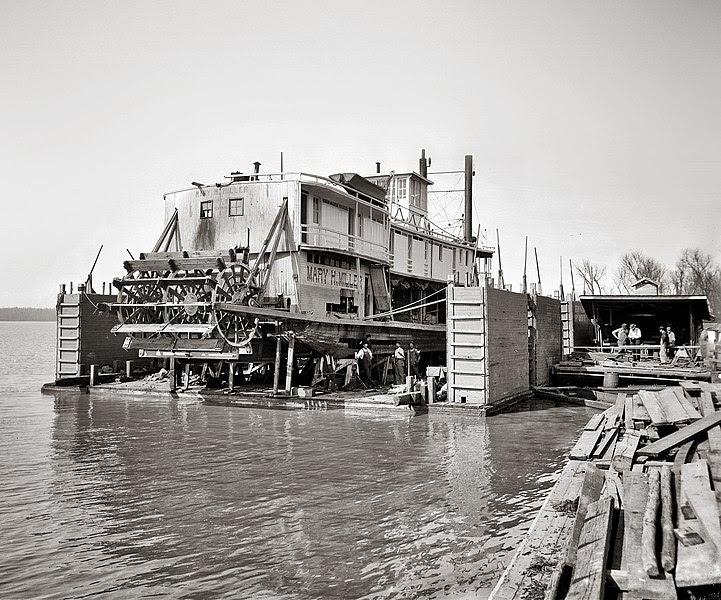 File:Mississippi River floating dry dock - Vicksburg.jpg