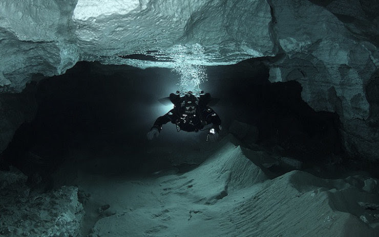 A maior caverna subaquática da Rússia 11