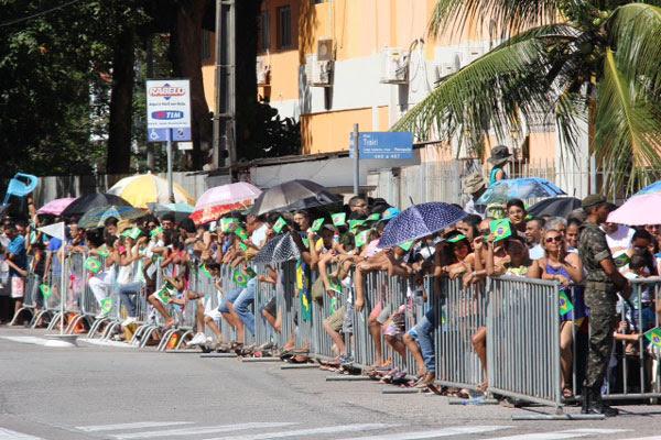 População chegou cedo para acompanhar desfile de 7 de setembro