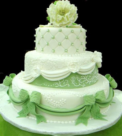 Green wedding cake on green theme wedding idea pages   Home