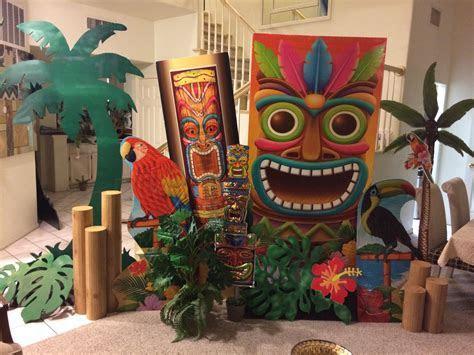 Magalie Sarnataro's props Tropical background Dollar store