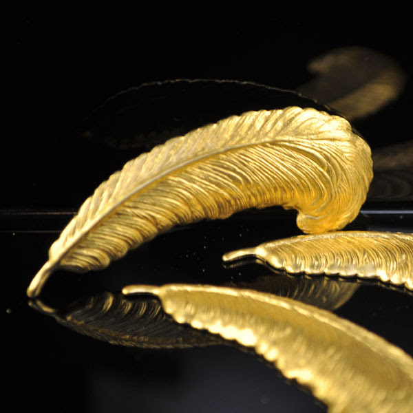 s35312 Findings - Stamped -  Curved Feather - Brass (1)
