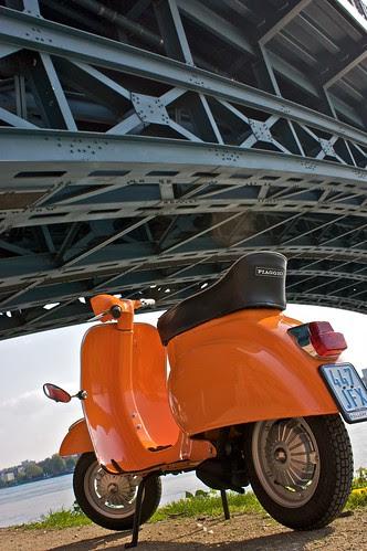 Unter der Theodor-Heuss-Brücke