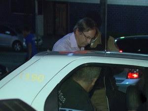 Médico Cláudio Rogério Carneiro Fernandes foi detido pela PM (Foto: Marcelo Rodrigues/ EPTV)