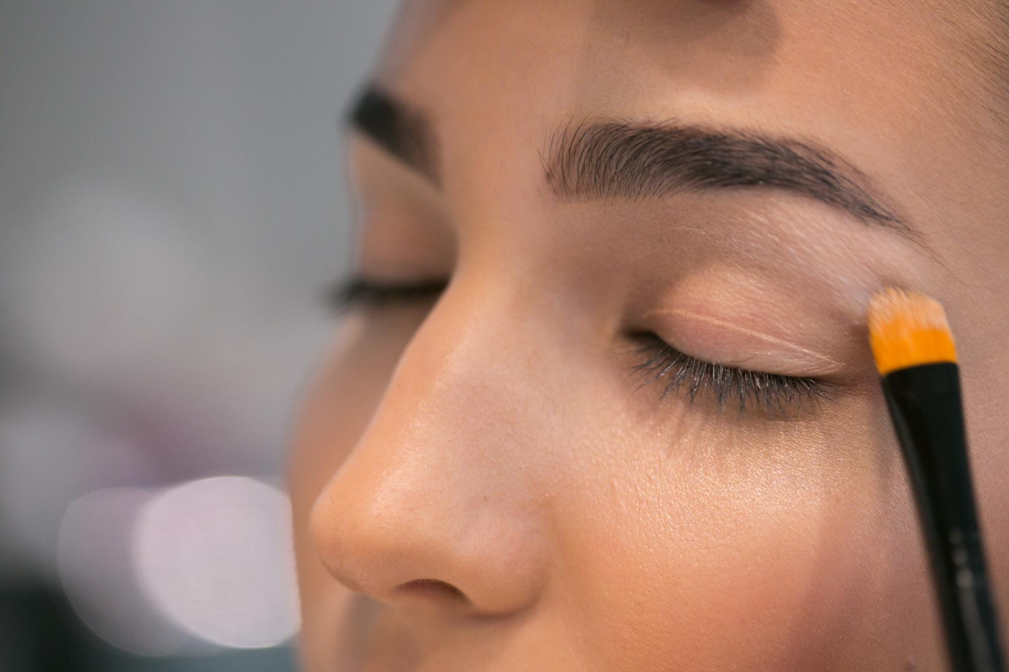 Confira o passo a passo de maquiagem para valorizar olhos pequenos