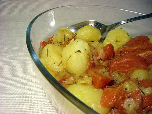 Patate e pomodorini in padella