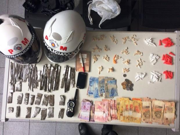 Foragido foi preso com maconha, crack e maconha em Santos, SP (Foto: G1)