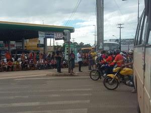 Retorno da Forquilha interditado por protesto (Foto: Elbio Carvalho/TV Mirante)