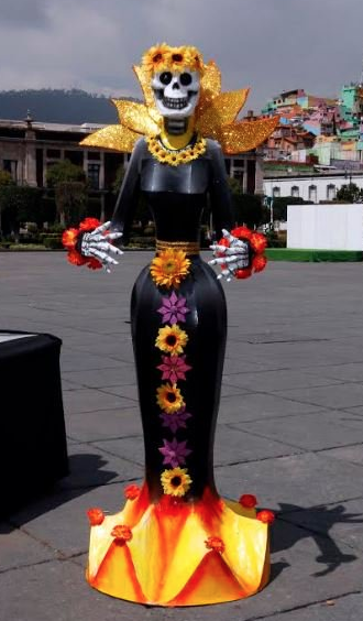 Plaza De Los Mártires Luce A Las Enormes Y Elegantes Catrinas
