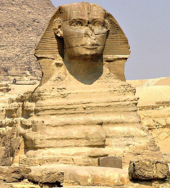 Tras estudiar la erosión de la esfinge algunos geólogos datan su construcción en la Edad del Bronce, antes de la aparición de la antigua civilización egipcia. (Daniel Mayer/GNU Free)
