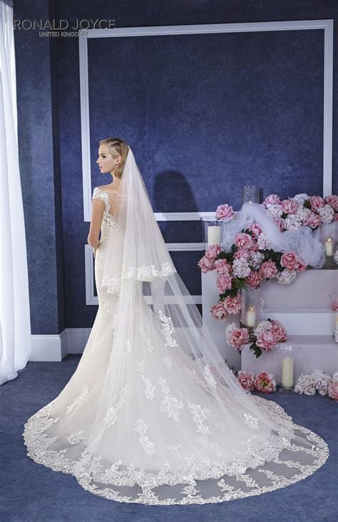 69054 veil Ronald Joyce #veil #tulle #lace (pictured with