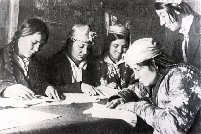 Η σοσιαλιστική εξουσία έθεσε τις βάσεις για την κατάργηση της καταπίεσης της γυναίκας