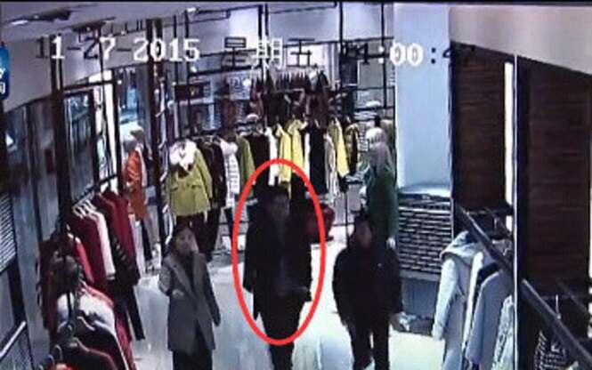 Homem rouba roupa de grife avaliada em quase R$30 mil dentro de boutique