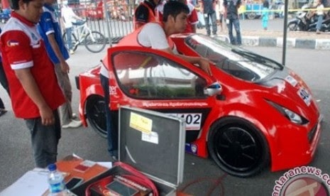 Lomba mobil hemat 2012. Ilustrasi.