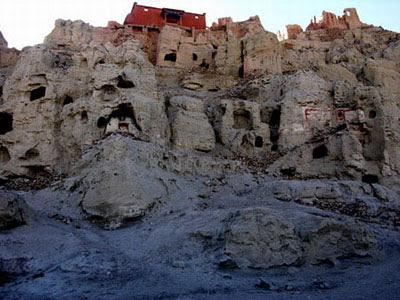 Donggar-Ruins-2