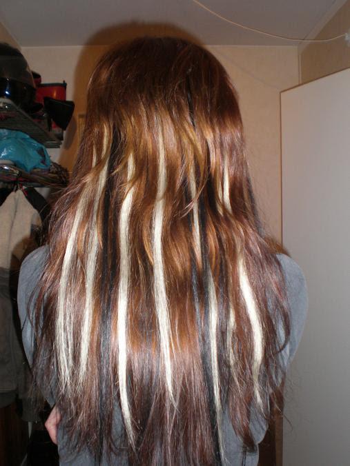 blont hår med bruna slingor
