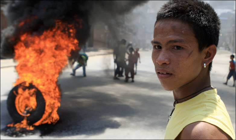 """Activists from the Nepalese ethnic """"Newar"""" community burn tyres"""