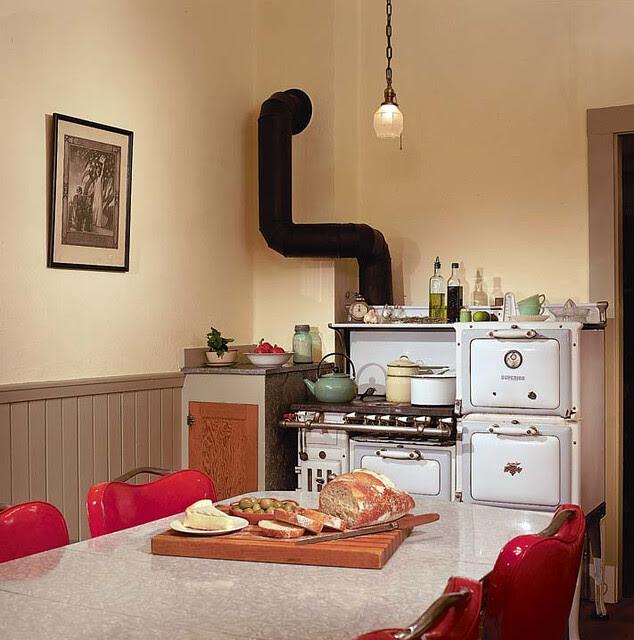 bungalow_kitchen_vintagestove