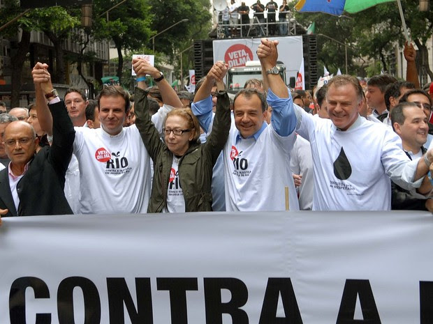 Cabral, Fernanda Montenegro, Eduardo Paes e outras autoridades e artistas chegam para o ato contra a redistribuição dos royalties (Foto: Alexandre Durão/ G1)