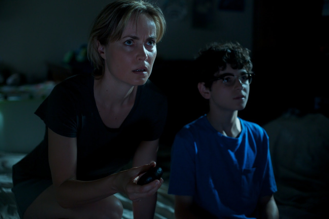 Radha Mitchell and David Mazouz in The Darkness