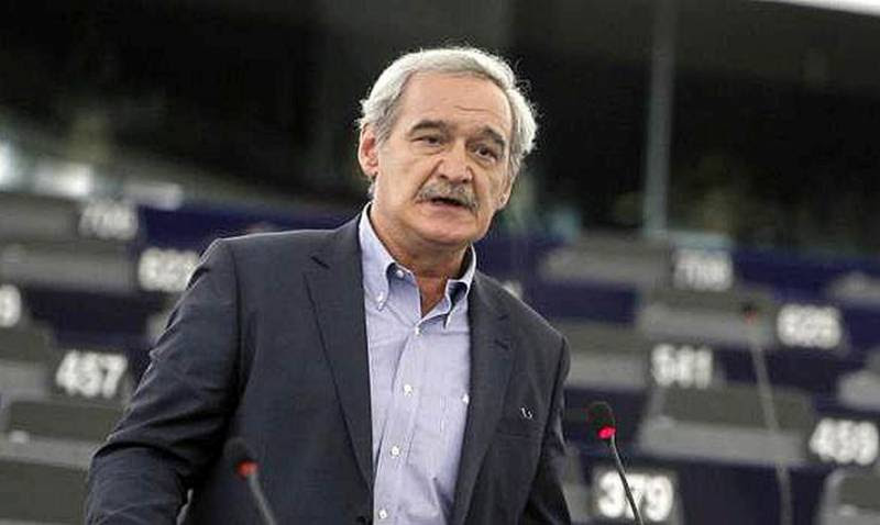 Ακύρωση της σύμβασης παραχώρησης των 14 περιφερειακών αεροδρομίων προτείνει με τροπολογία ο ευρωβουλευτής της ΛΑΕ, Νίκος Χουντής
