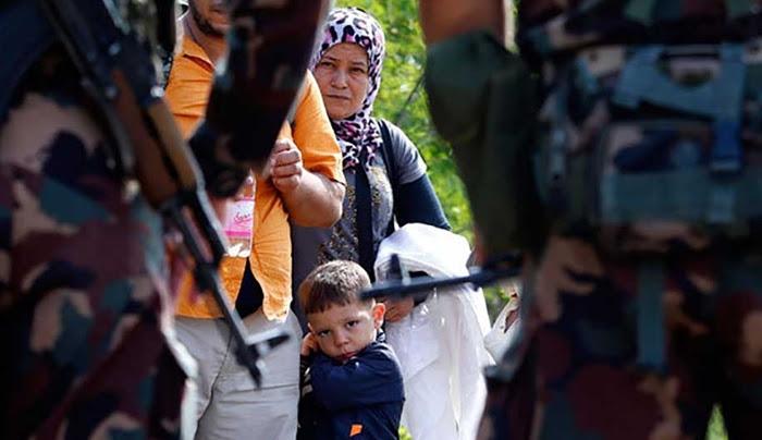 Ουγγαρία: Δακρυγόνα στους πρόσφυγες, πολυβόλα στέλνει ο στρατός-Τραυματίστηκαν 2 παιδιά