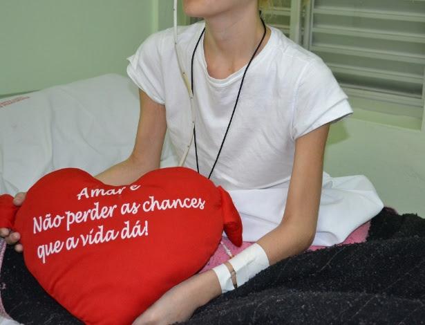 Aline Costa fez questão de levar a almofada com palavras de apoio que recebeu da filha, de 12 anos