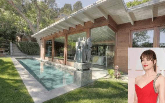 Ντακότα Τζόνσον: Σπίτι σε περίφημο δημοφιλή δρόμο στο LA. Την Sunset Strip