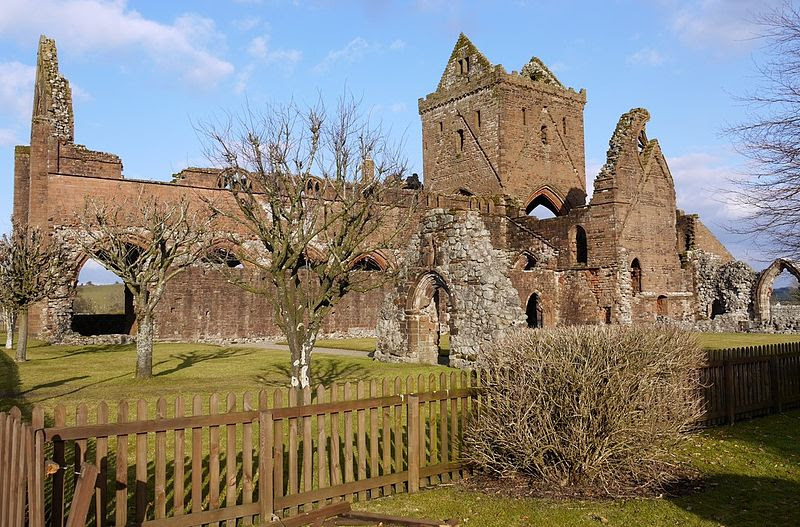 File:Sweetheart Abbey - geograph.org.uk - 1716748.jpg