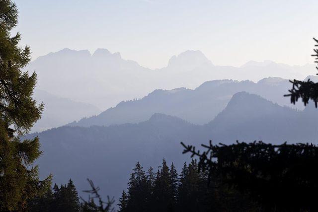 Gutes Wanderwetter: Morgendunst über dem Churer Rheintal. (Archivaufnahme)