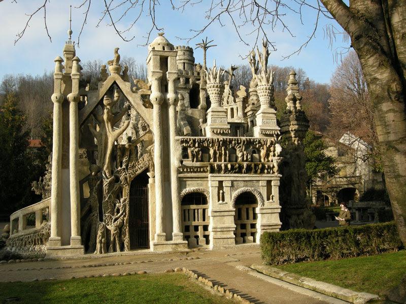 Торцевая часть Идеального дворца Шеваля. Фото